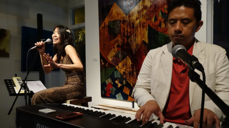 Juliet Pang (vocals) and Didi Mudigdo (piano)